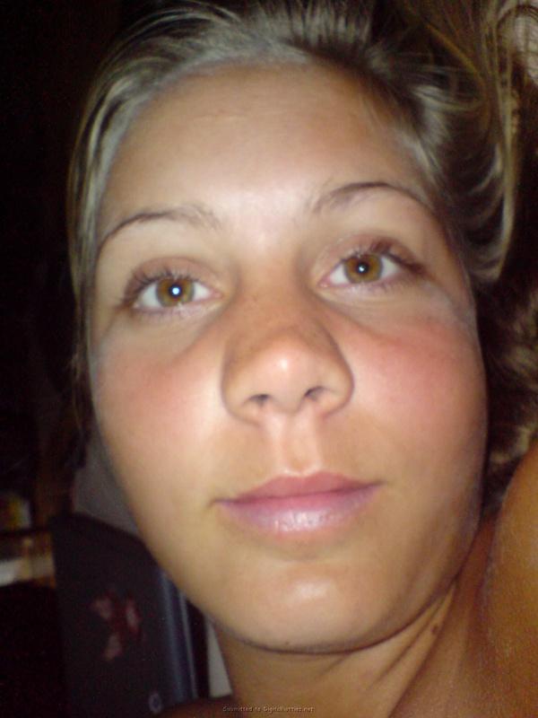 19-летняя ценительница раздетых фотосетов