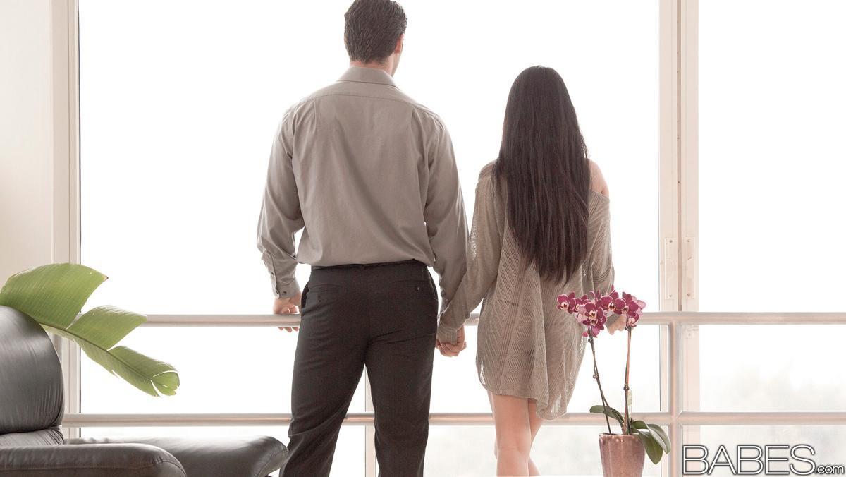 Молодожены занимаются страстным интимом