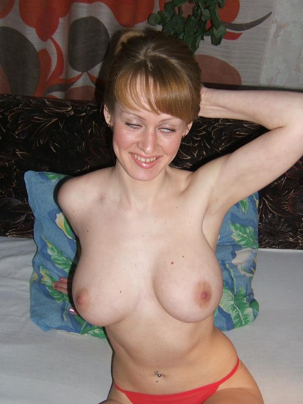 Худая деваха с большим бюстом