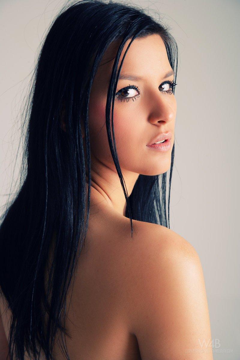 Нет на свете сексуальных галерей с брюнетками вроде Katie Oliver