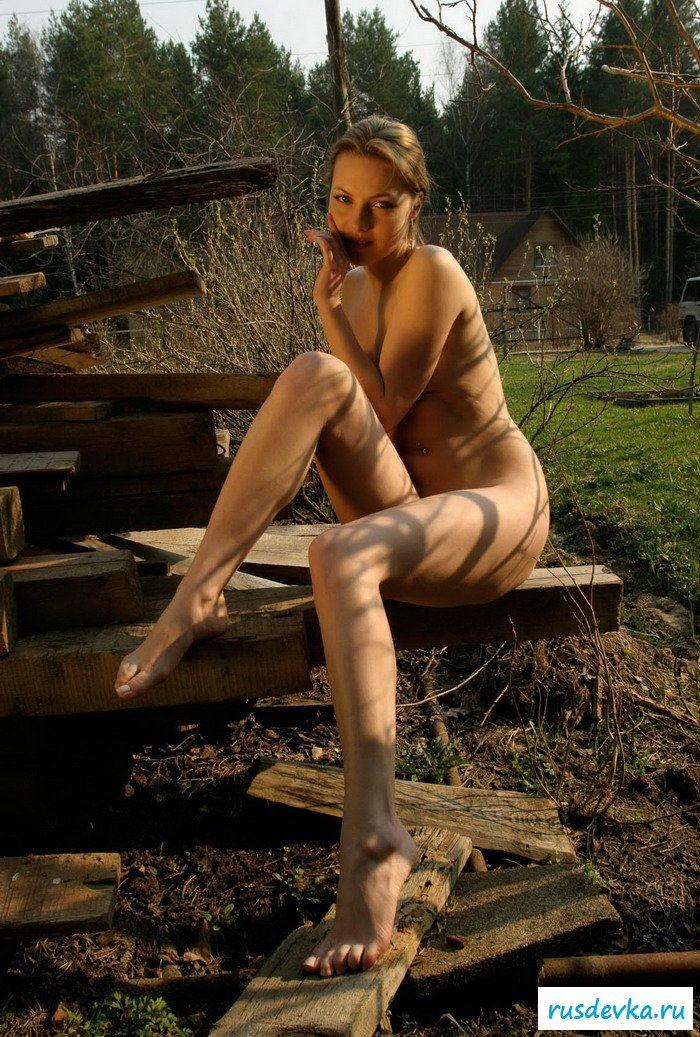 19-летняя девушка на стройке раздетая