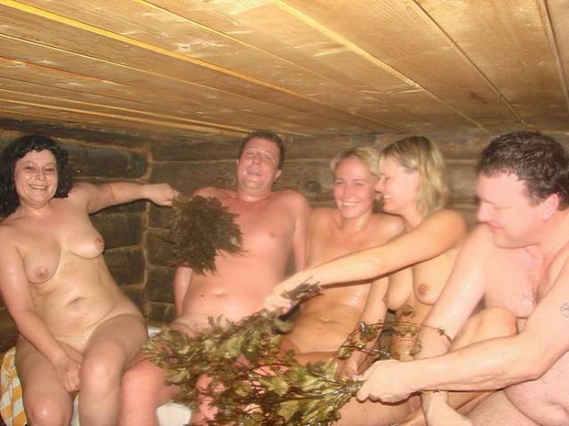 19-летние и опытные дамы с пареньками в баньке