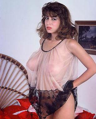 Кристи Каньен безумно хочет секс – это можно увидеть на винтажных фотографиях этой похотливой галереи