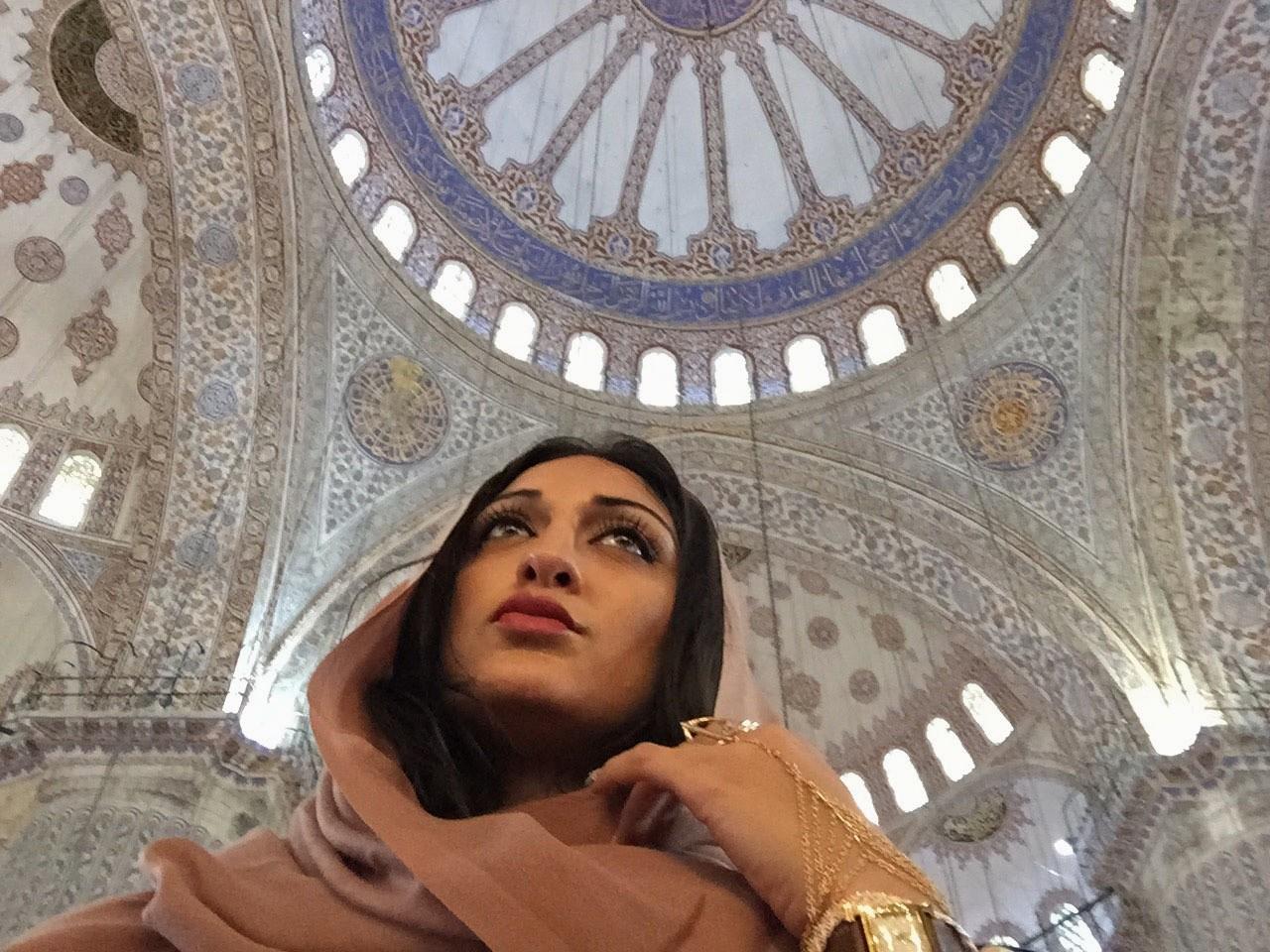 Пакистанская красавица Амна (неголая)