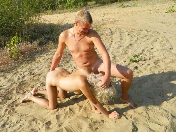 Любительницы заглатывают и занимаются сексом перед камерой камеры