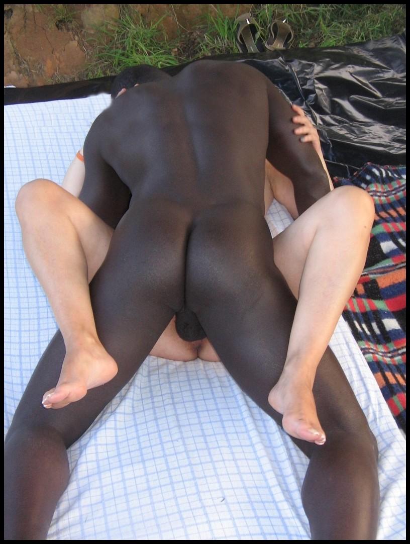Француженка Патриция приехала в Сенегал поебаться с крепкими неграми