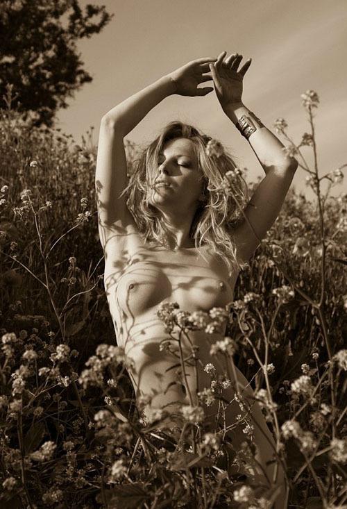 Грациозные любовницы снимаются на лоне природы