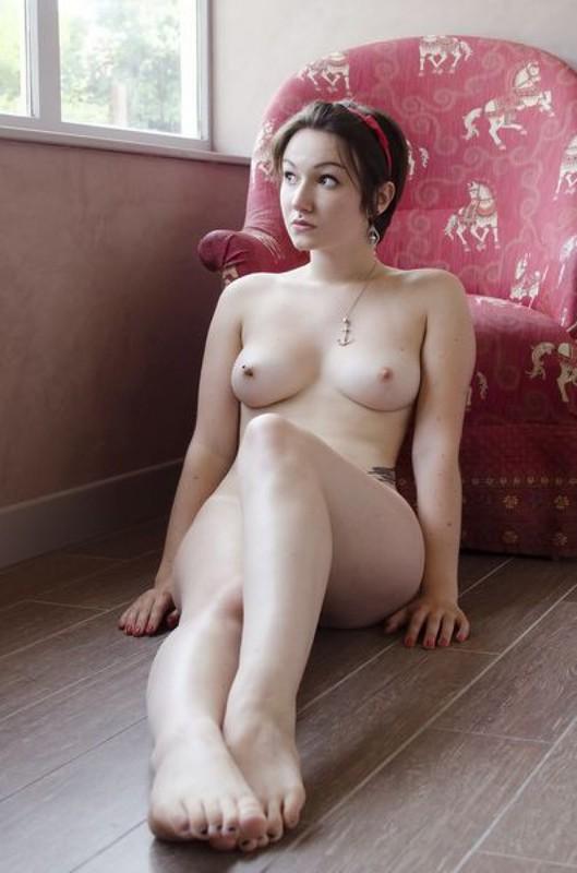 Пинап порнушка шатенки с округлыми формами