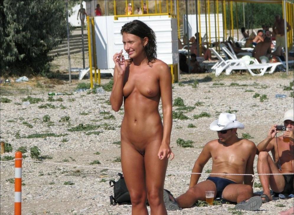 Чикули ходят обнаженными на песке