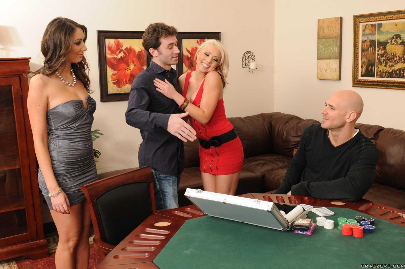 Шона Ленэй и Angelica Saige вылизываю дырочки друг друга и грубо ебутся после игры в покер